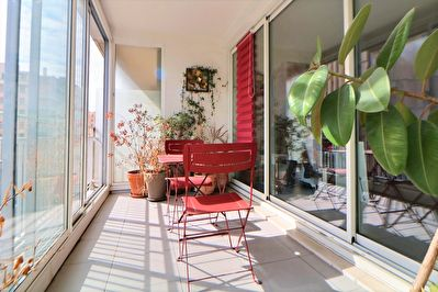 A VENDRE APPARTEMENT TRAVERSANT 4 PIECES 100m²  - TERRASSE FERMEE - MARSEILLE 13008