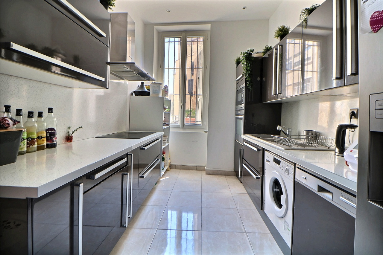 A VENDRE APPARTEMENT 84M²  TYPE 3 - TERRASSE - SAINT CHARLES MARSEILLE 13001
